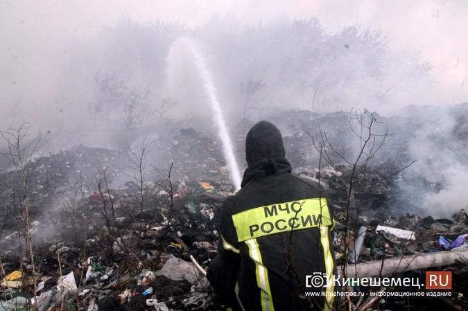 В Кинешме экологическая беда - горят тонны мусора на городской свалке в «Сокольниках» фото 2