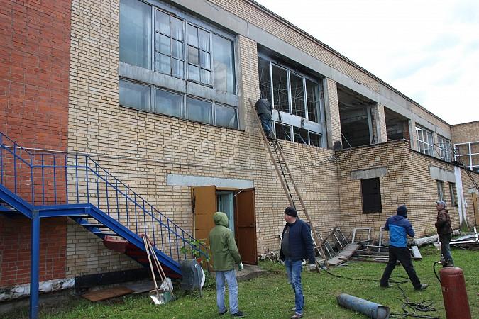 По наказам депутатов от КПРФ в спортивной школе «Арена» заменят старые окна фото 2