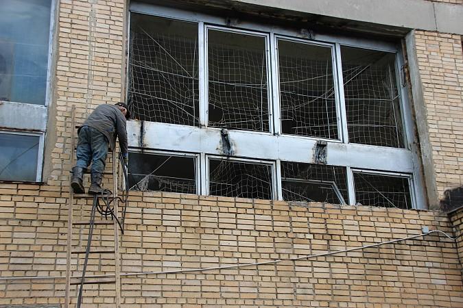 По наказам депутатов от КПРФ в спортивной школе «Арена» заменят старые окна фото 3