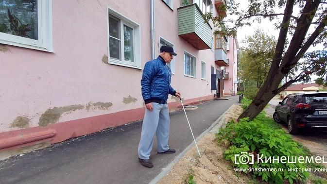 В Кинешме незрячих инвалидов лишили безопасного прохода по тротуару на ул.Бредихина фото 2