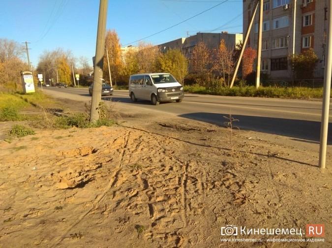 Над проезжей частью на ул. Менделеева навис столб фото 5
