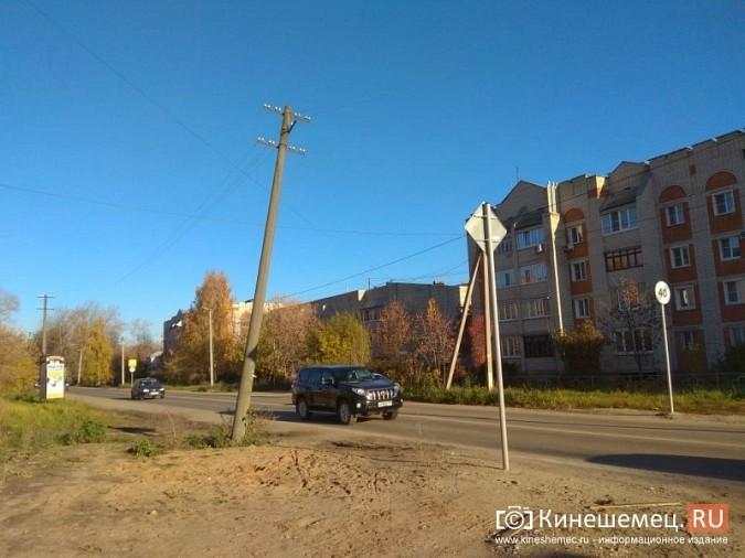 Над проезжей частью на ул. Менделеева навис столб фото 4