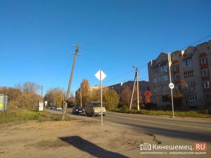 Над проезжей частью на ул. Менделеева навис столб фото 2