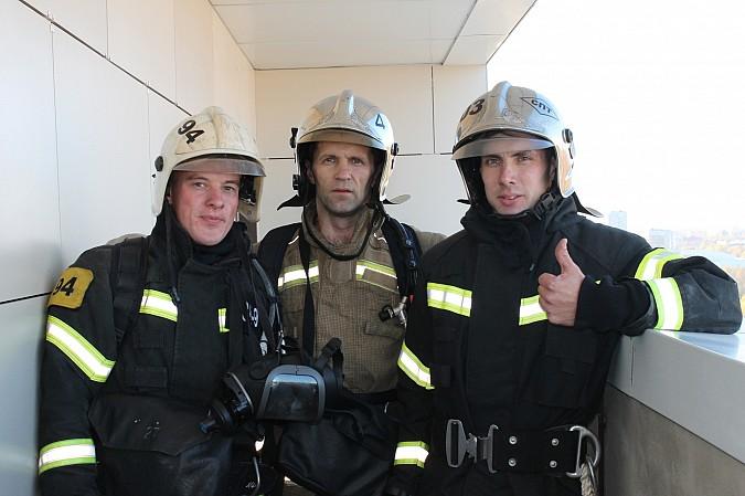 Огнеборец из Кинешмы обогнал лифт в полной боевой экипировке фото 4