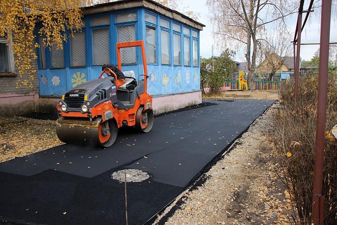 В Кинешме продолжается ремонт территорий детских садов фото 2