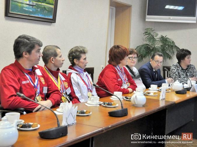 Паралимпийцы получили форму из рук Губернатора фото 9