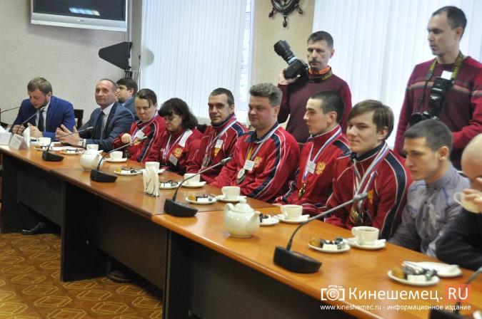 Паралимпийцы получили форму из рук Губернатора фото 11