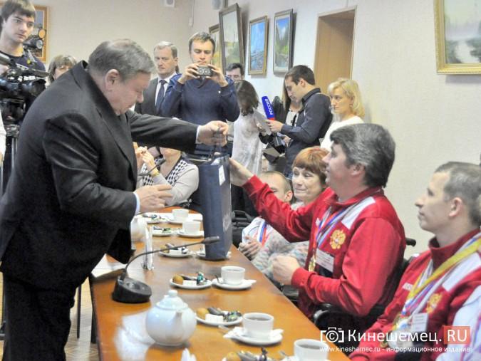 Паралимпийцы получили форму из рук Губернатора фото 6