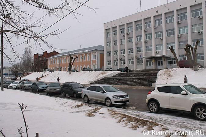 Кинешемских пешеходов выдавили с тротуара автомобилями сотрудников администрации фото 9