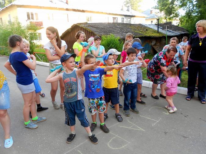 В микрорайоне «Поликор» прошел детский праздник фото 9
