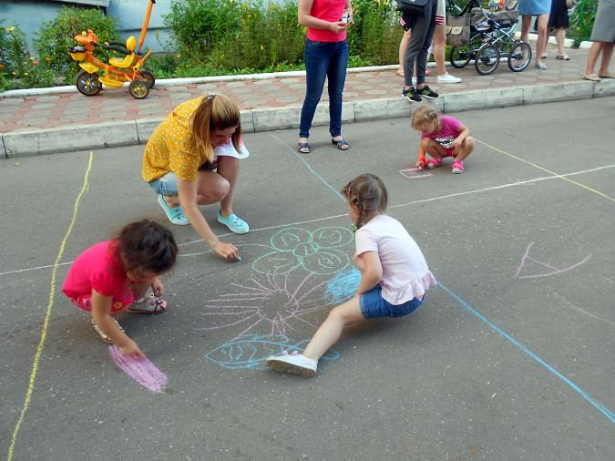В микрорайоне «Поликор» прошел детский праздник фото 15