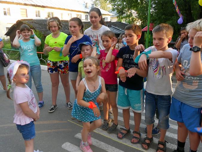 В микрорайоне «Поликор» прошел детский праздник фото 10