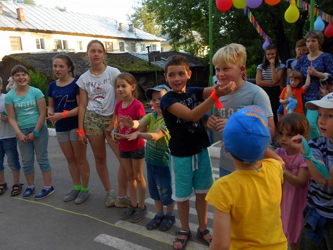В микрорайоне «Поликор» прошел детский праздник фото 11