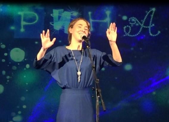 Московская школьница Лиза Бабарина спела в Заволжском ГДК фото 2