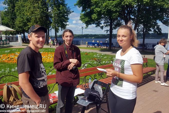 В Кинешме установили агитационный куб Навального фото 4