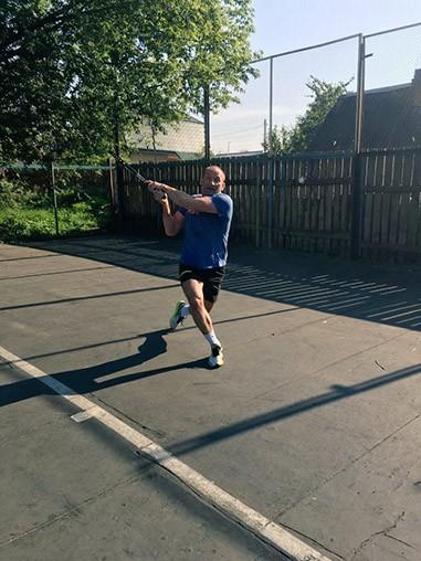 Михаил Батин играет в теннис с любовью фото 4