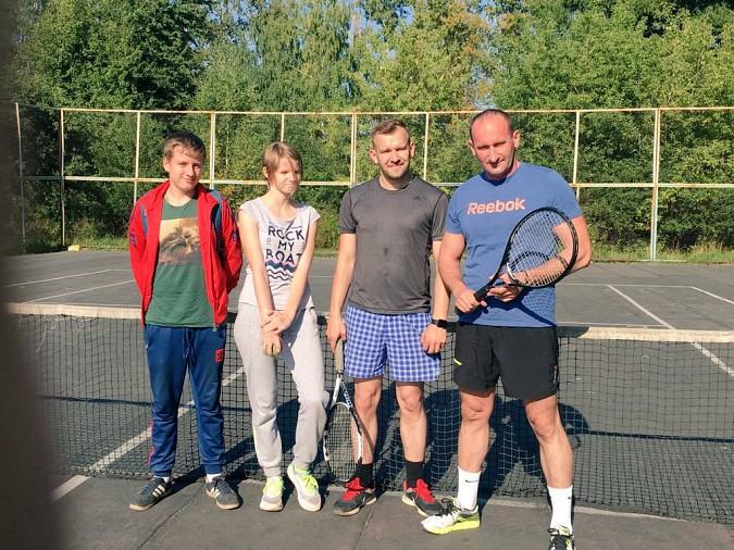Михаил Батин играет в теннис с любовью фото 3