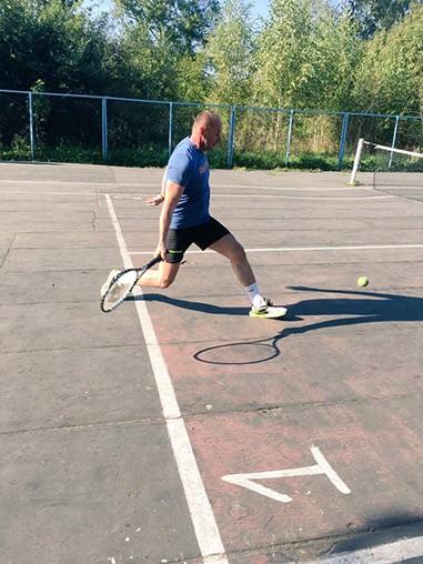 Михаил Батин играет в теннис с любовью фото 2
