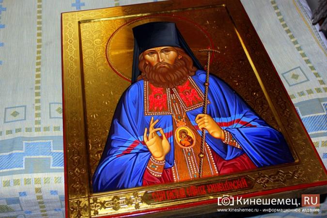 Знаменитый художник привез в Кинешму икону святителя Василия фото 2