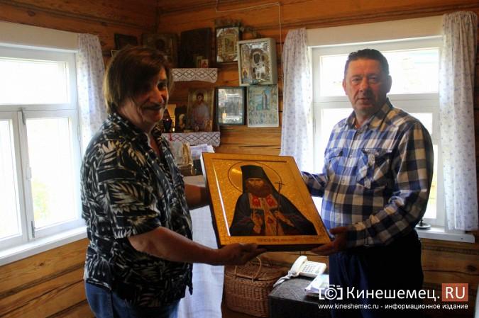 Знаменитый художник привез в Кинешму икону святителя Василия фото 7
