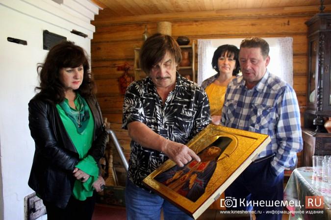 Знаменитый художник привез в Кинешму икону святителя Василия фото 9