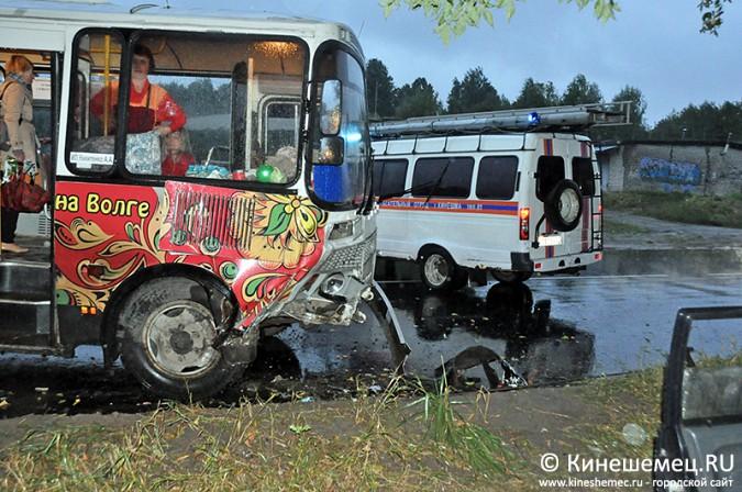 На Подшиваловской горе в Кинешме ДТП с пассажирским автобусом фото 3