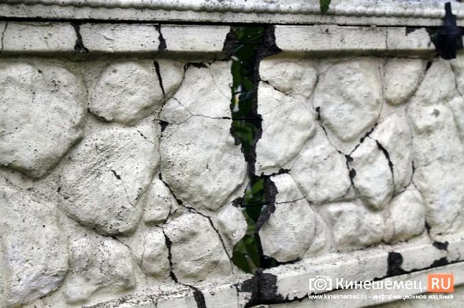 Спустя год покосившийся забор в центре Кинешмы решили отремонтировать фото 5