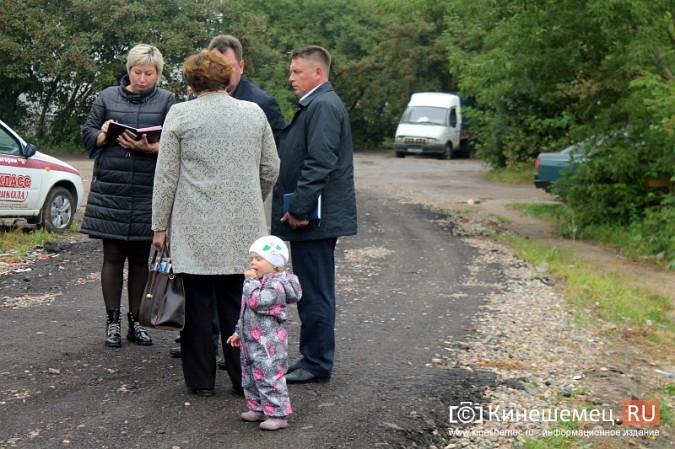 Два года жители добиваются обустройства контейнерной площадки на улице Воеводы Боборыкина фото 12