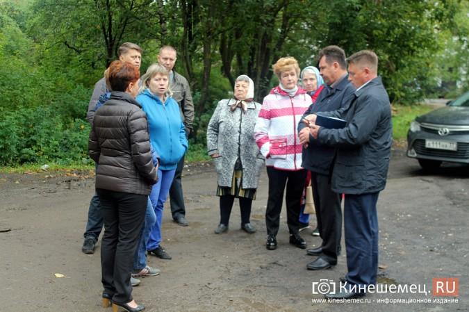 Два года жители добиваются обустройства контейнерной площадки на улице Воеводы Боборыкина фото 8