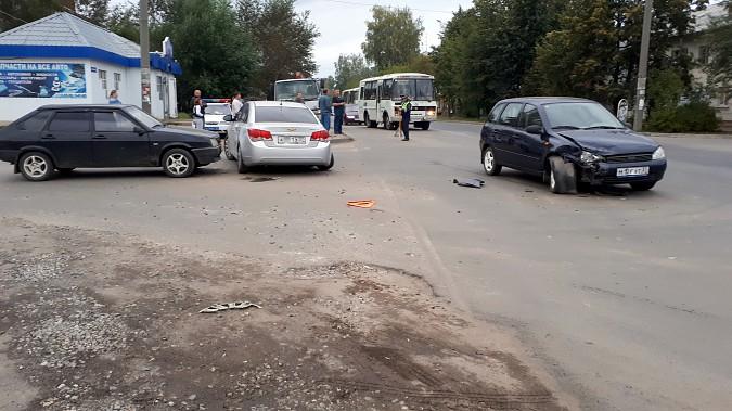 На пересечении улиц Сеченова и 50-летия Комсомола в Кинешме произошло массовое ДТП фото 4