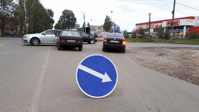 На пересечении улиц Сеченова и 50-летия Комсомола в Кинешме произошло массовое ДТП фото 3