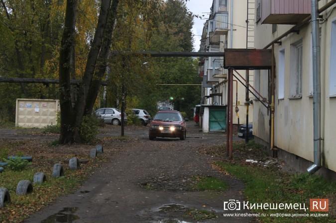 Жителям дома на улице Островского восстановили шлагбаум фото 7
