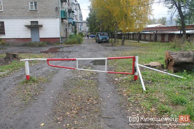 Жителям дома на улице Островского восстановили шлагбаум фото 3