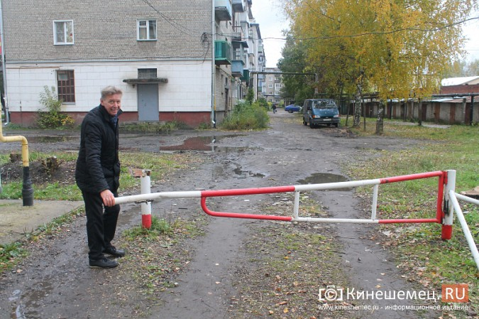 Жителям дома на улице Островского восстановили шлагбаум фото 4