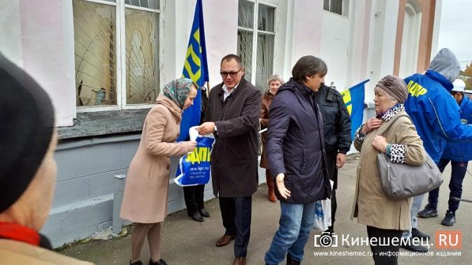 Поезд Жириновского заехал в кинешемский тупик фото 9