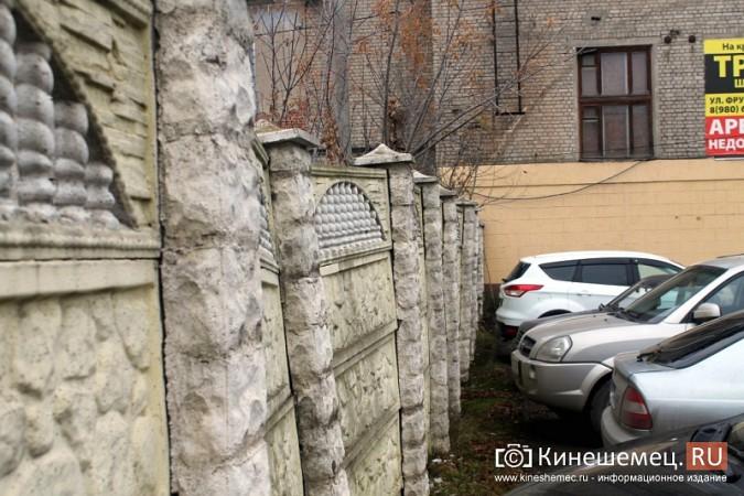 Покосившийся забор в центре Кинешмы ремонтировать не собираются фото 2