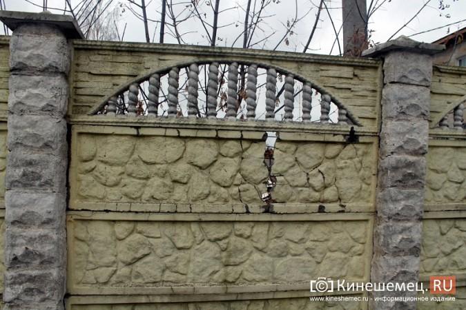 Покосившийся забор в центре Кинешмы ремонтировать не собираются фото 4