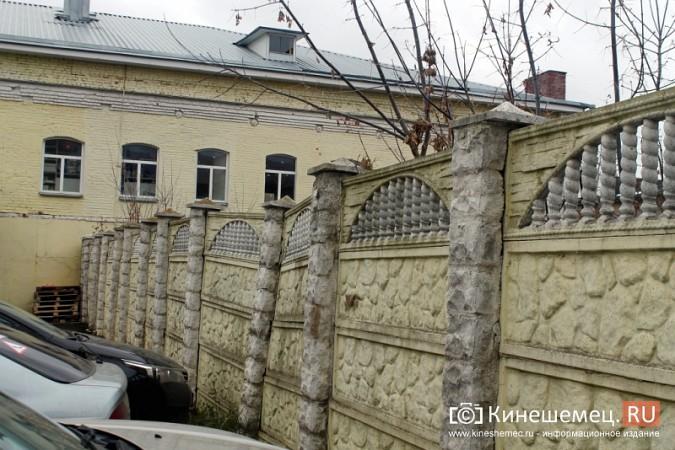 Покосившийся забор в центре Кинешмы ремонтировать не собираются фото 5