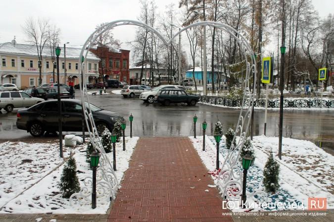 Центр Кинешмы украсило белоснежное кованое сердце фото 5