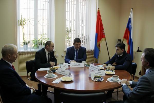 Станислав Воскресенский встретился с лидерами парламентских партий региона фото 4