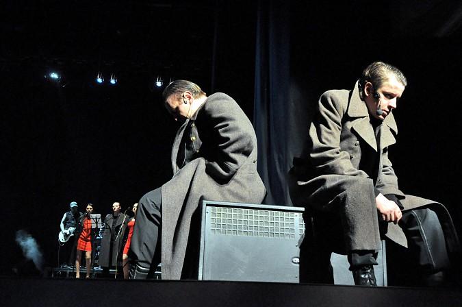 К 100-летию Революции в Кинешме показали спектакль-манифест «Двенадцать\17» фото 11