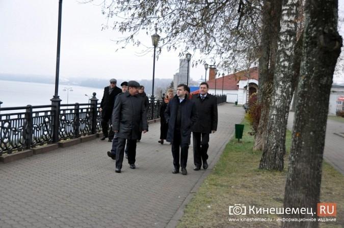 Станислав Воскресенский прогулялся по Волжскому бульвару фото 11