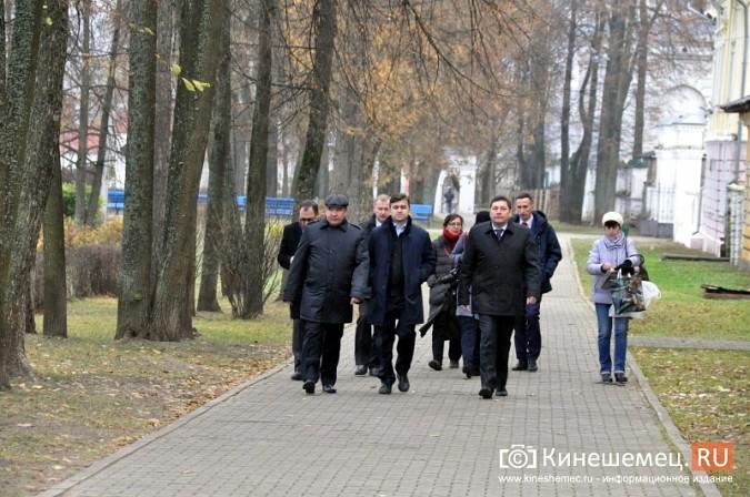 Станислав Воскресенский прогулялся по Волжскому бульвару фото 17