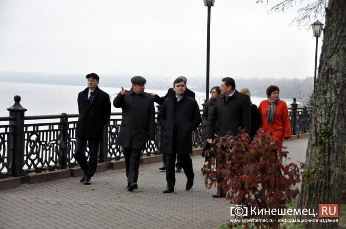Станислав Воскресенский прогулялся по Волжскому бульвару фото 10