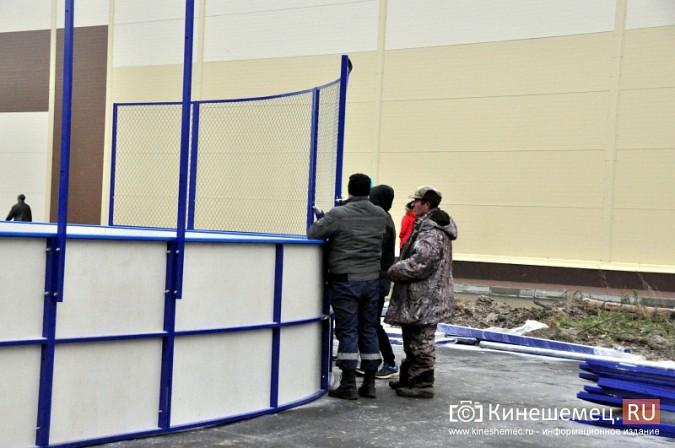В Кинешме установили хоккейную коробку фото 5