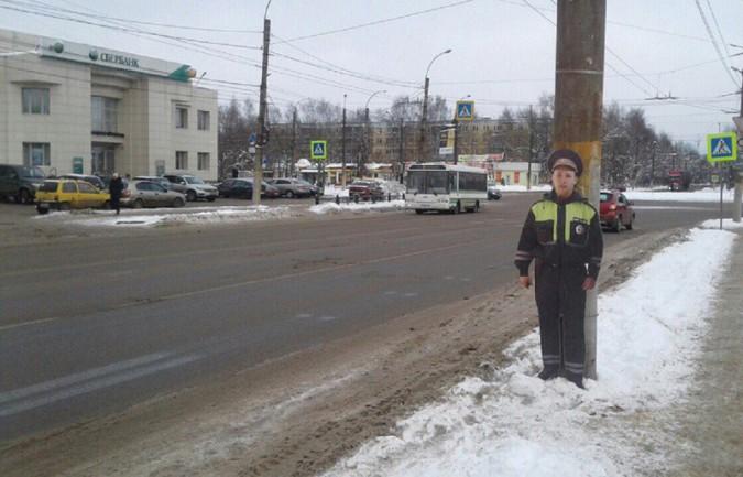 На дорогах Ивановской области появились муляжи полицейских фото 2