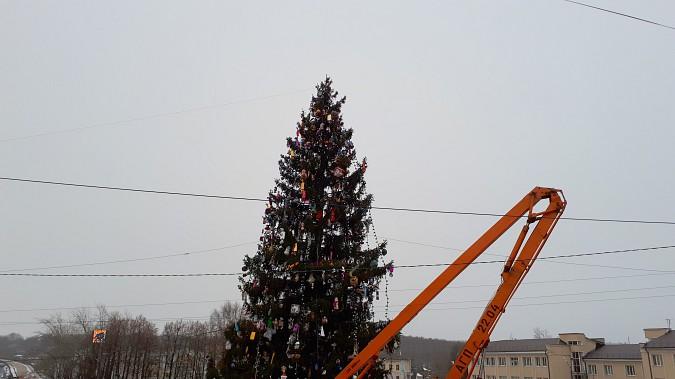 Главная новогодняя елка Кинешмы осталась без звезды фото 5