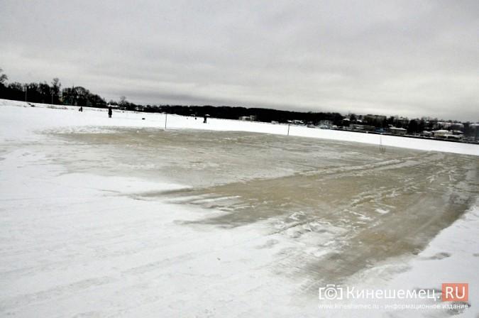 На месте крещенской купели в Кинешме искусственно наращивают лед фото 2