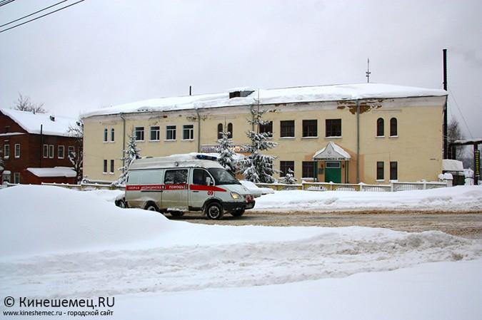 В Кинешме большегруз из Казахстана не смог въехать в заснеженную гору фото 4