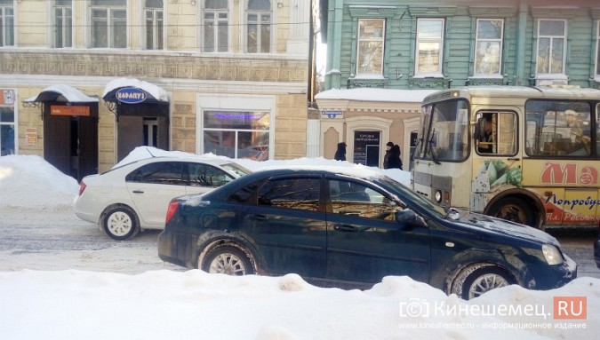 Улица Комсомольская в Кинешме встала в пробку фото 2